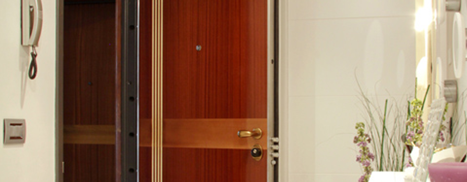 portes blind es et blindage de porte nice cannes et monaco menuiserie b nisterie l 39 art. Black Bedroom Furniture Sets. Home Design Ideas